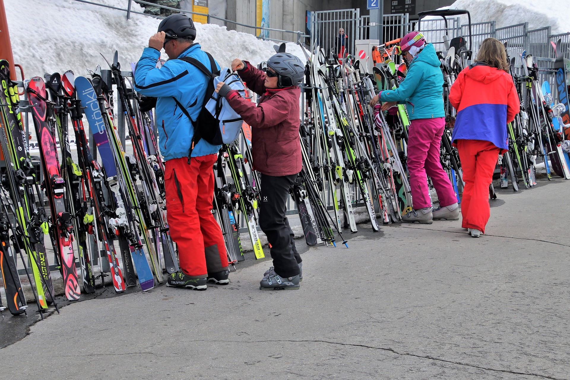 Top 4 Online Ski Outlet For Buying Ski Equipments